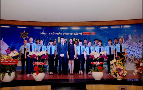 Ms. Hoai An and Mr. Bang Long in the Company's anniversary ceremony.